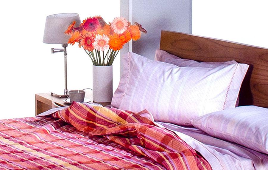 Come scegliere la biancheria da letto perfetta per i periodi più caldi