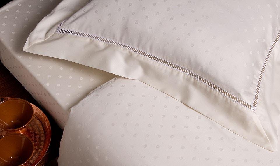 Completi lenzuola: come scegliere i completi adatti al nostro arredamento